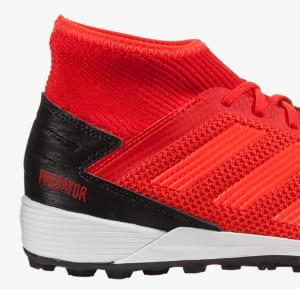 the best attitude d4333 ad3eb Nella nostra tabella delle migliori scarpe da calcetto oggi in commercio,  avrai sicuramente notato come sia presente una tipologia di calzatura  sportiva mai ...